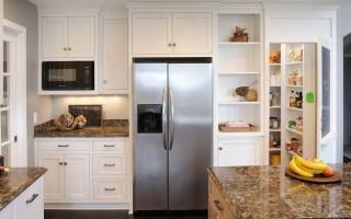 Как правильно установить холодильник на кухне?
