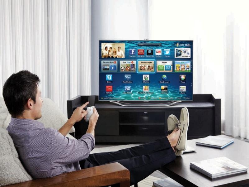 сервисы и приложения в маленьком телевизоре