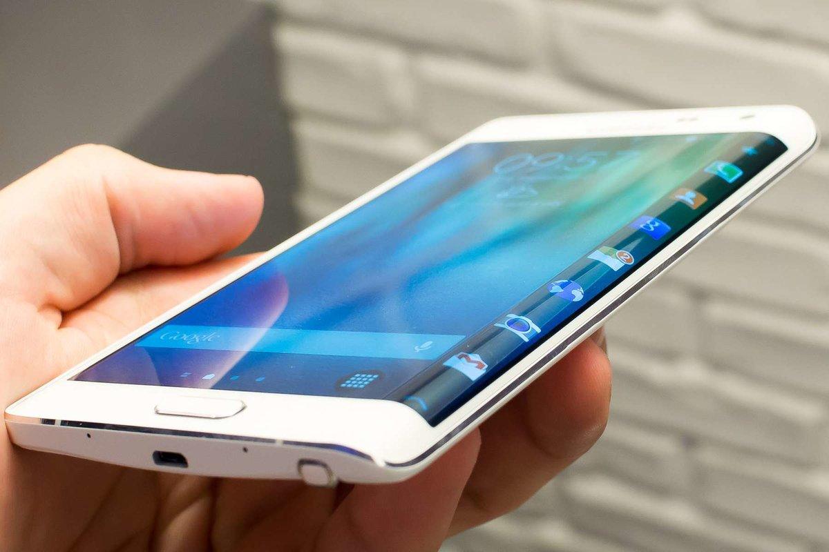 Смартфоны с закругленным экраном
