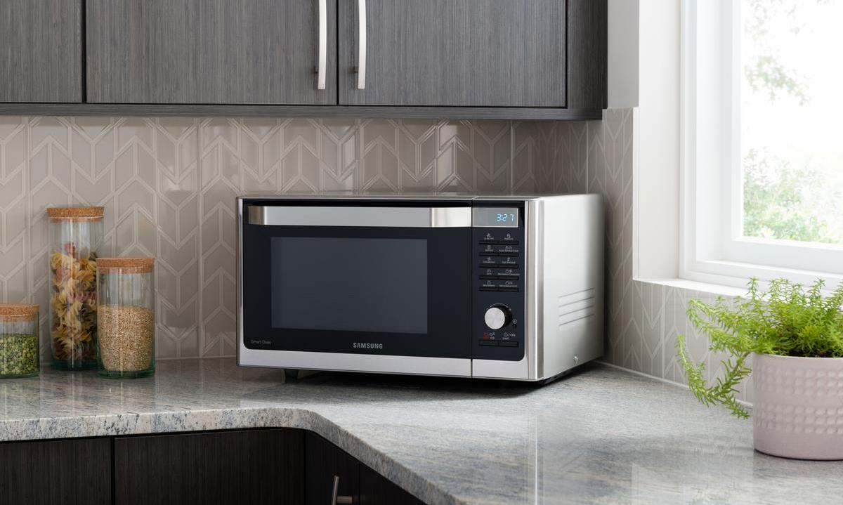 Куда лучше поставить микроволновую печь