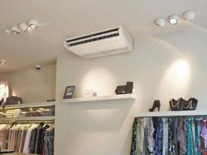 Напольно-потолочные кондиционеры удобны, если нет подвесного потолка или окна большие